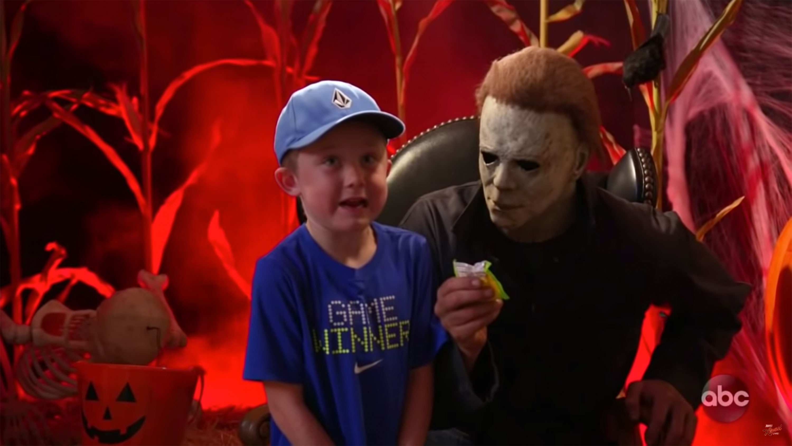 Jimmy Kimmel Live: Halloween\'s Michael Myers takes pics with kids ...